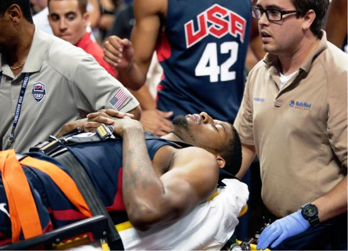 Paul George breaks his leg (03)